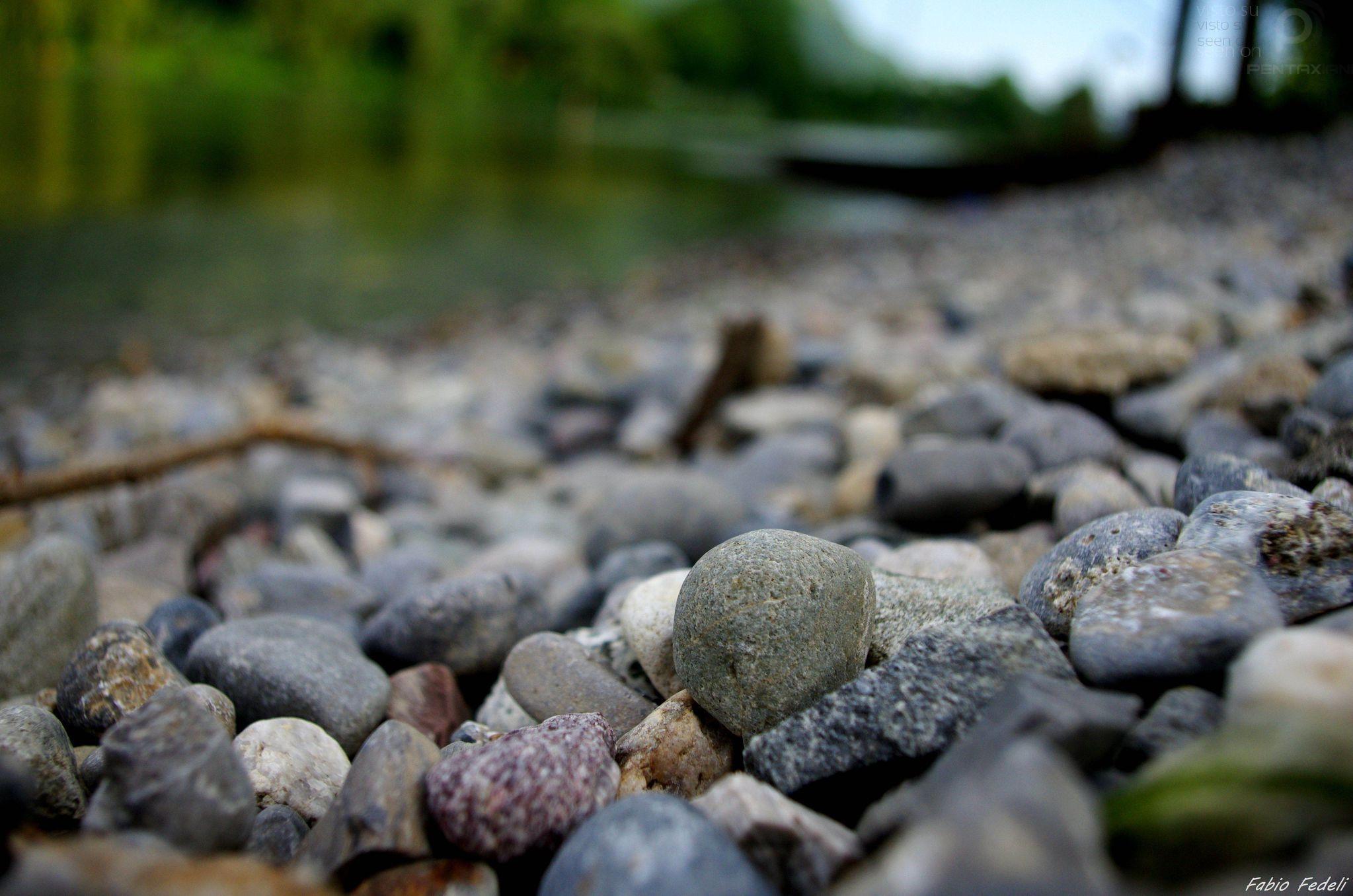 pentaxiani leggi argomento sassi di fiume